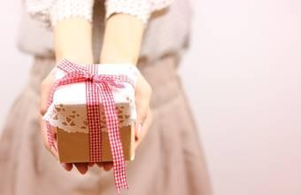 勇気を出してプレゼントを渡す