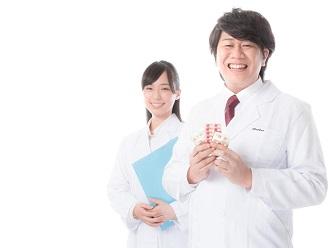 医師と看護師の笑顔