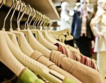 服を買いに行く